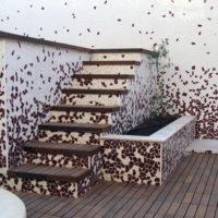 detalle-de-escalera-y-jardinera